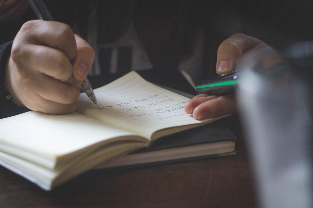 Lån penge til dine nye studiebøger – her er dine muligheder